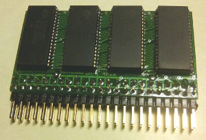 WM-1 32Mb 4Mx8 10ns 5V SRAM module, 90° pins